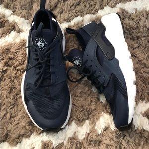 Nike Air Huarache. Size 6.5 woman's.